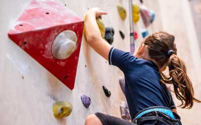 thrill-seekers-rock-climbing